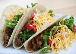 Tacos dorados de frijoles
